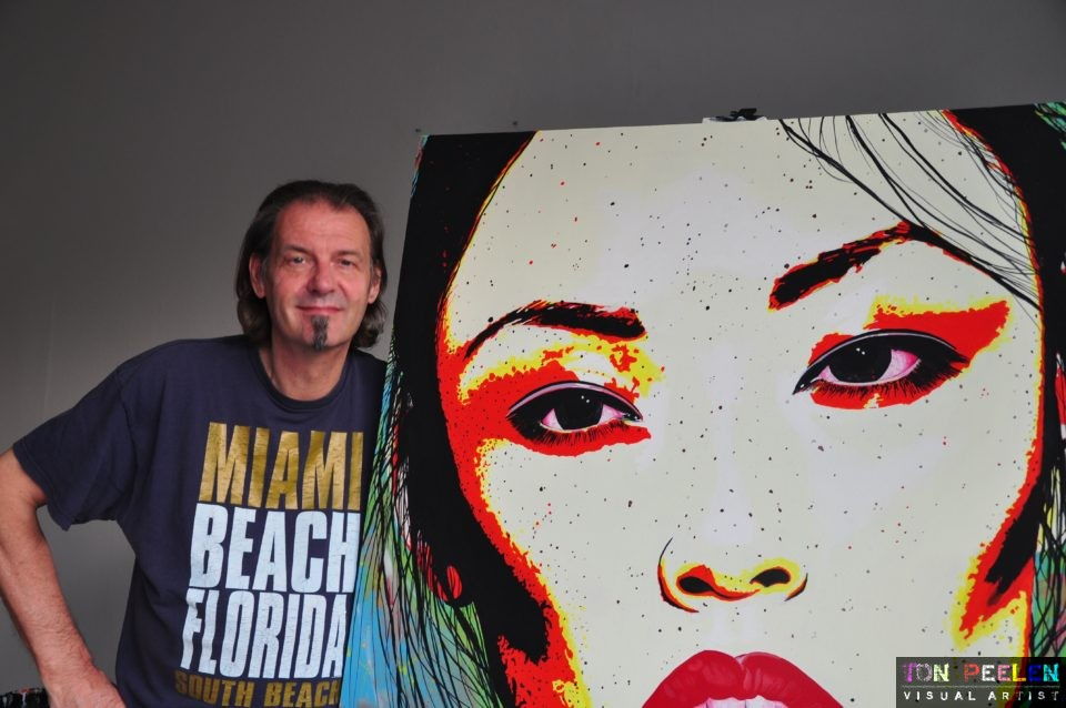 Ton Peelen with painting of Alice Ma